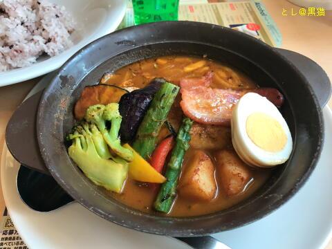 彩り野菜と濃厚ベーコンのスパイシースープカレー 雑穀米セット