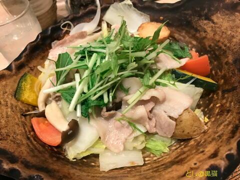 大戸屋 四元豚と たっぷり野菜の蒸し鍋定食