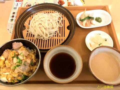 秋田無限堂 稲庭うどんと比内地鶏の親子丼