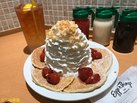 Eggs'n Things - Strawberry, whipped cream and macadamia nuts