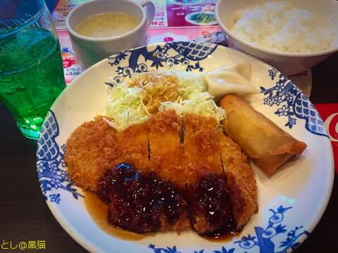 バーミヤンの日替わりランチ(豚カツ、春巻き、水餃子)