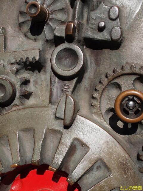 奇妙な魚と機械のアンモナイトのオブジェ