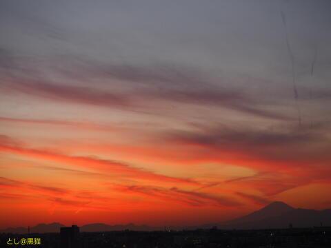 夕焼けと富士山の影