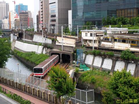 神田川を渡る丸ノ内線