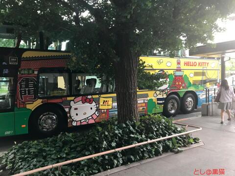 ハローキティー仕様の はとバス