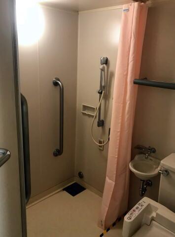個室のシャワー