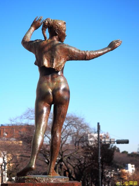 播磨坂の裸婦像